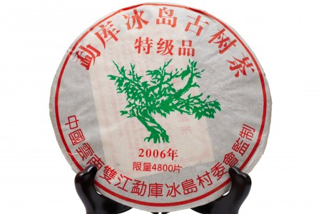 """Шен Пуэр """"Мэнку Биндао Гушу"""" (фаб. Сишуан баньна Шаньтоу Чае, 2006 год) блин 357 г"""